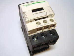 <p> Kontaktor 3-faasiline 40A(26kW), LC1D25P7, Schneider Electric, 034995</p>