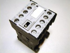 <p> Minikontaktor 3-faasiline 10A(6,5kW), 3TH2040-0BF4, Siemens</p>