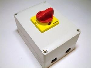 Безопасный выключатель 3-фазный 32A(11кВт), Crabtree, 15432/11