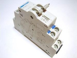 <p> Блок-контакт и сигнальный контакт 1NO+1NC, Hager, CZ001, 186001</p>