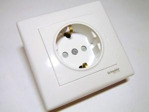 <p> Süvispaigaldusega pistikupesa Schneider Electric (sari - Sedna), SDN3000121</p>