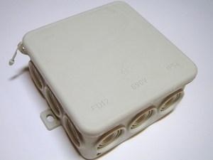 <p> Pinnapealne harukarp 90x90x48 mm, FD12, hall</p>