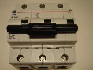 <p> Ostan moodulkaitselüliteid 3-faasilisi, C 80A, General Electric</p>