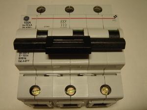 <p> Ostan moodulkaitselüliteid 3-faasilisi, C 100A, General Electric</p>