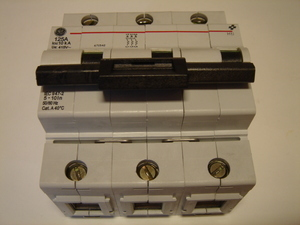 <p> Ostan moodulkaitselüliteid 3-faasilisi, C 125A, General Electric</p>