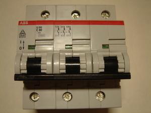 <p> Ostan moodulkaitselüliteid 3-faasilisi, C 80A, ABB</p>