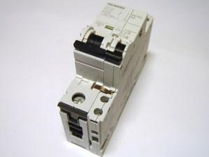 <p> Moodulkaitselüliti 1-faasiline, C 25A, Siemens, 5SY6125-7</p>