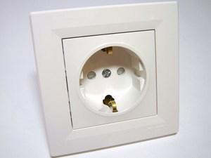 <p> Süvispaigaldusega pistikupesa Schneider Electric (sari - Asfora), EPH2900221</p>