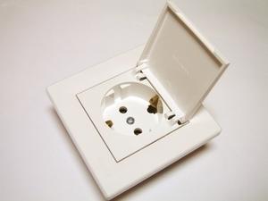 <p> Süvispaigaldusega pistikupesa niiskuskindel Schneider Electric (sari - Asfora), EPH3100121</p>