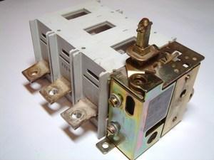 <p> Pöördlüliti 3-faasiline 250A, OETL 250K3, ABB</p>