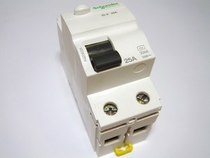 <p> Rikkevoolukaitse 1-faasiline 25 A, 30mA(0,03A), Schneider Electric, Acti 9 K, A9Z01225, 048275</p>