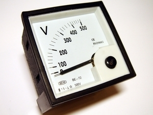 <p> Voltmeeter analoog 0-500V, BE-72, Bew</p>