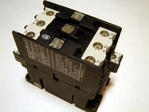 <p> Kontaktor 3-faasiline 35A(22kW), DIL0AM, Moeller</p>