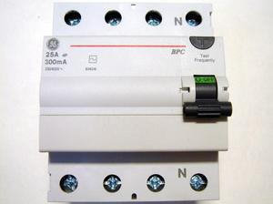 """<p> Rikkevoolukaitse 3-faasiline 25 A, <font color=""""#ff0000"""">300mA(0,3A)</font>, General Electric, BPC425/300, 606216</p>"""