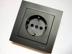 Süvispaigaldusega pistikupesa Schneider Electric (sari - Merten/System M) MTN2300-0414