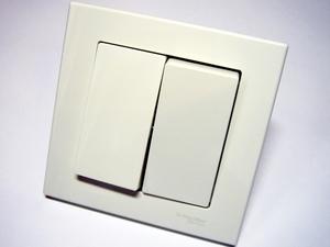 <p> Grupilüliti(kahe klahviga) süvispaigaldusega Schneider Electric (sari - Merten) MEG3115-0000</p>