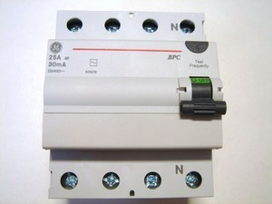 <p> Rikkevoolukaitse 3-faasiline 25 A, 30mA(0,03A), General Electric, BPC425/030, 606208</p>