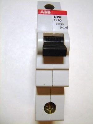 <p> Moodulkaitselüliti 1-faasiline, C 40A, ABB, S191-C40, GHS1910001R0404</p>
