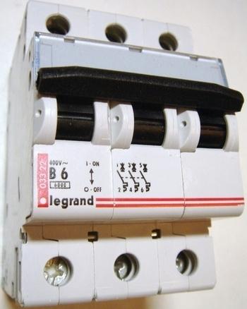 <p> Moodulkaitselüliti 3-faasiline, B 6A, Legrand, 03322</p>