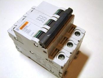 <p> Moodulkaitselüliti 3-faasiline, C 50A, Merlin Gerin, C60N, 24355</p>