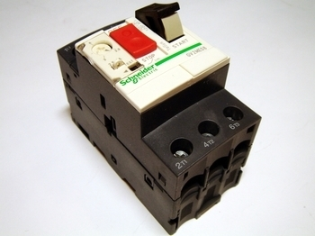<p> Aвтомат защиты электродвигателя 3-фазный 2,5 - 4A, Schneider Electric, GV2ME08, 034309</p>