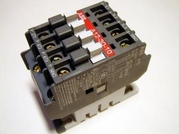 <p> Kontaktor 3-faasiline 27A(17kW), A12-30-10, ABB, 1SBL161001R8810</p>