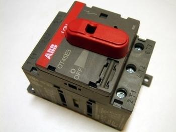 <p> Модульный поворотный выключатель 3-фазный 63A, OT45E3, ABB, 1SCA022352R6950</p>