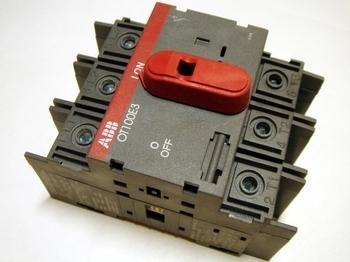 <p> Модульный поворотный выключатель 3-фазный 115A, OT100E3, ABB, 1SCA022398R4400</p>
