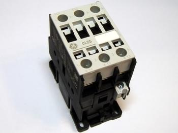 <p> Kontaktor 3-faasiline 45A(29kW), CL25A300TN, General Electric, 110804</p>