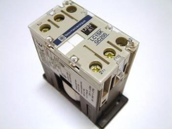 <p> Minikontaktor 2-faasiline 20A(4,5kW), LC1SKGC200P7, Telemecanique, 056306</p>