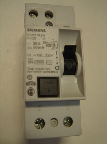 <p> Куплю автоматы тока утечки 1-фазные 25 A. и 40 A, 30mA(0,03A), Siemens</p>