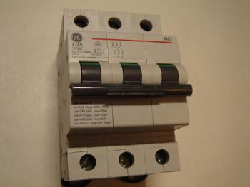 <p> Ostan moodulkaitselüliteid 3-faasilisi, C 25A, General Electric</p>