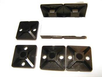 <p> Kaablisideme alus (liimankur) 19x19mm liimiga, must (UV-kindel), Hellermann Tyton, 151-28320, MB3A.NB3P</p>