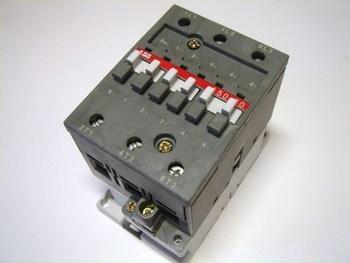 <p> Kontaktor 3-faasiline 100A(64kW), A50-30-00, ABB, 1SBL351001R8000</p>