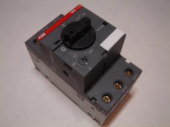 <p> Куплю автоматы защиты электродвигателя 3-фазные 1,6 - 2,5A</p>