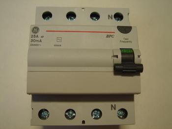 <p> Куплю автоматы тока утечки 3-фазные 25 A, 40 A и 63 A, 30мA(0,03A), General Electric</p>