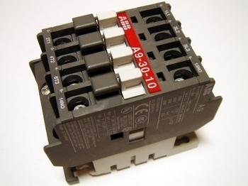 <p> Kontaktor 3-faasiline 25A(16kW), A9-30-10, ABB, 1SBL141001R8110</p>
