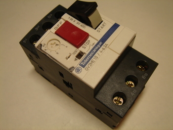 <p> Куплю автоматы защиты электродвигателя 3-фазные 4 - 6,3A.</p>
