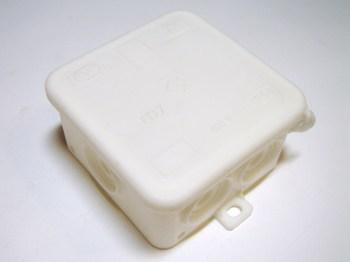 <p> Наружная соединительная коробка 75x75x40 мм, FD7, белая, Tridonic</p>