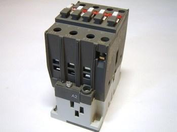 <p> Kontaktor 3-faasiline 55A(35kW), A30-30-10, ABB, 1SBL281001R8110</p>