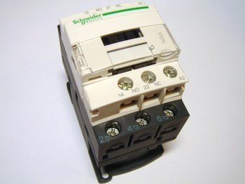 <p> Контактор 3-фазный 25A(16кВт), LC1D09B7, Schneider Electric</p>
