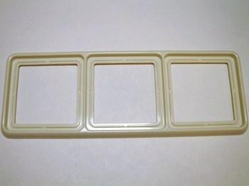 <p> 3 - kohalised raamid Jung (sari - CD 500)</p>