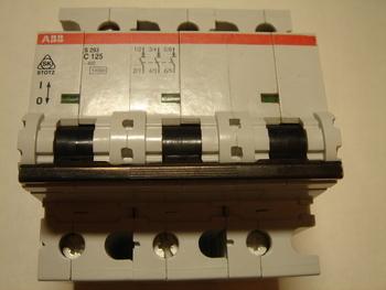 <p> Ostan moodulkaitselüliteid 3-faasilisi, C 125A, ABB</p>