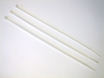 <p> Куплю белые хомуты 140x2,5 мм.</p>