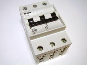 <p> Moodulkaitselüliti 3-faasiline, B 6A, Siemens, 5SX23</p>