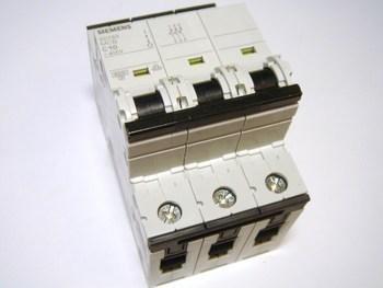 <p> Moodulkaitselüliti 3-faasiline, C 10A, Siemens, 5SY6310-7</p>