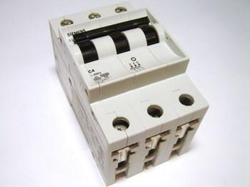 <p> Moodulkaitselüliti 3-faasiline, C 4A, Siemens, 5SX23</p>