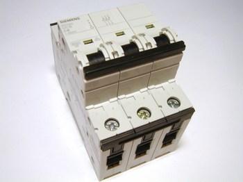<p> Moodulkaitselüliti 3-faasiline, C 6A, Siemens, 5SY6306-7</p>