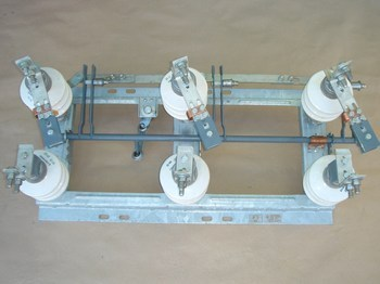 <p> Разъединитель 3-фазный, 10кВ, 400A, РЛНД-I.1-10Б/400 НУХЛ1</p>