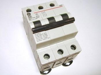 <p> Moodulkaitselüliti 3-faasiline, B 20A, General Electric, G63B20, 674730</p>